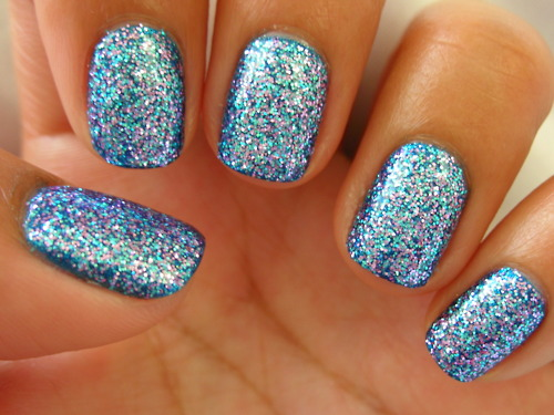 blue-nails-letif
