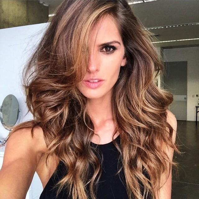 Α. Βronde τεχνική στα μαλλιά  Αγαπημένη έμπνευση η Izabel Goulart cb382cb94c1