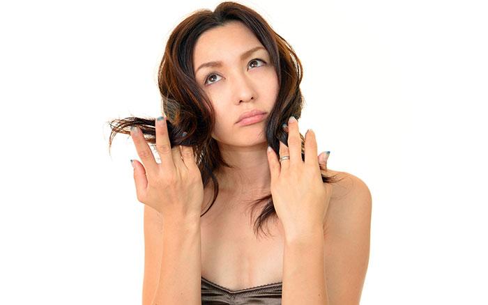 Καντανή κοπέλα - κοντά μαλλιά