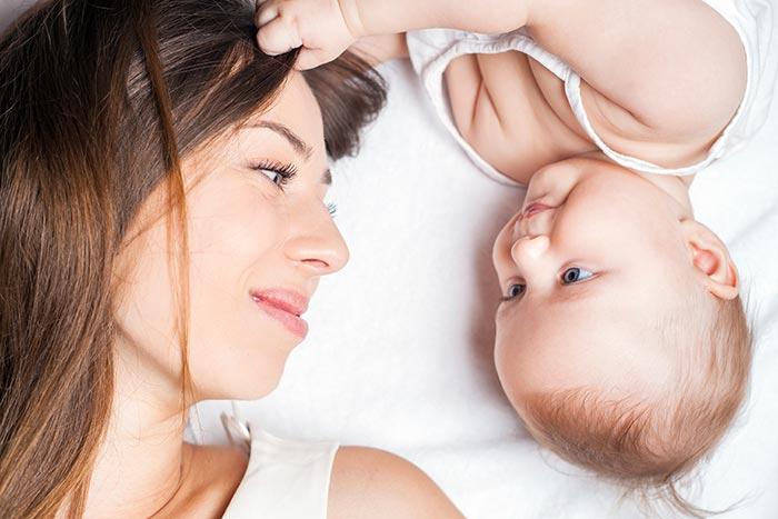 μαμά και παιδί - πλούσια μαλλιά