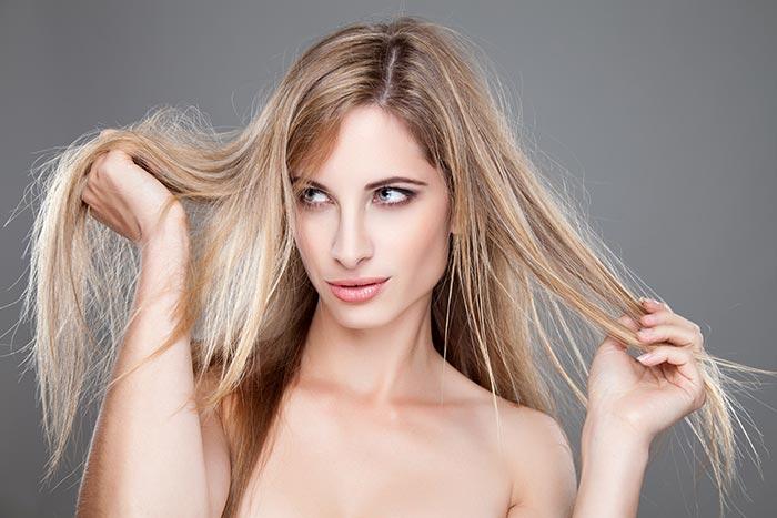 Οι ταλαιπωρημένες άκρες είναι ο λόγους που δεν μεγαλώνουν τα μαλλιά σου