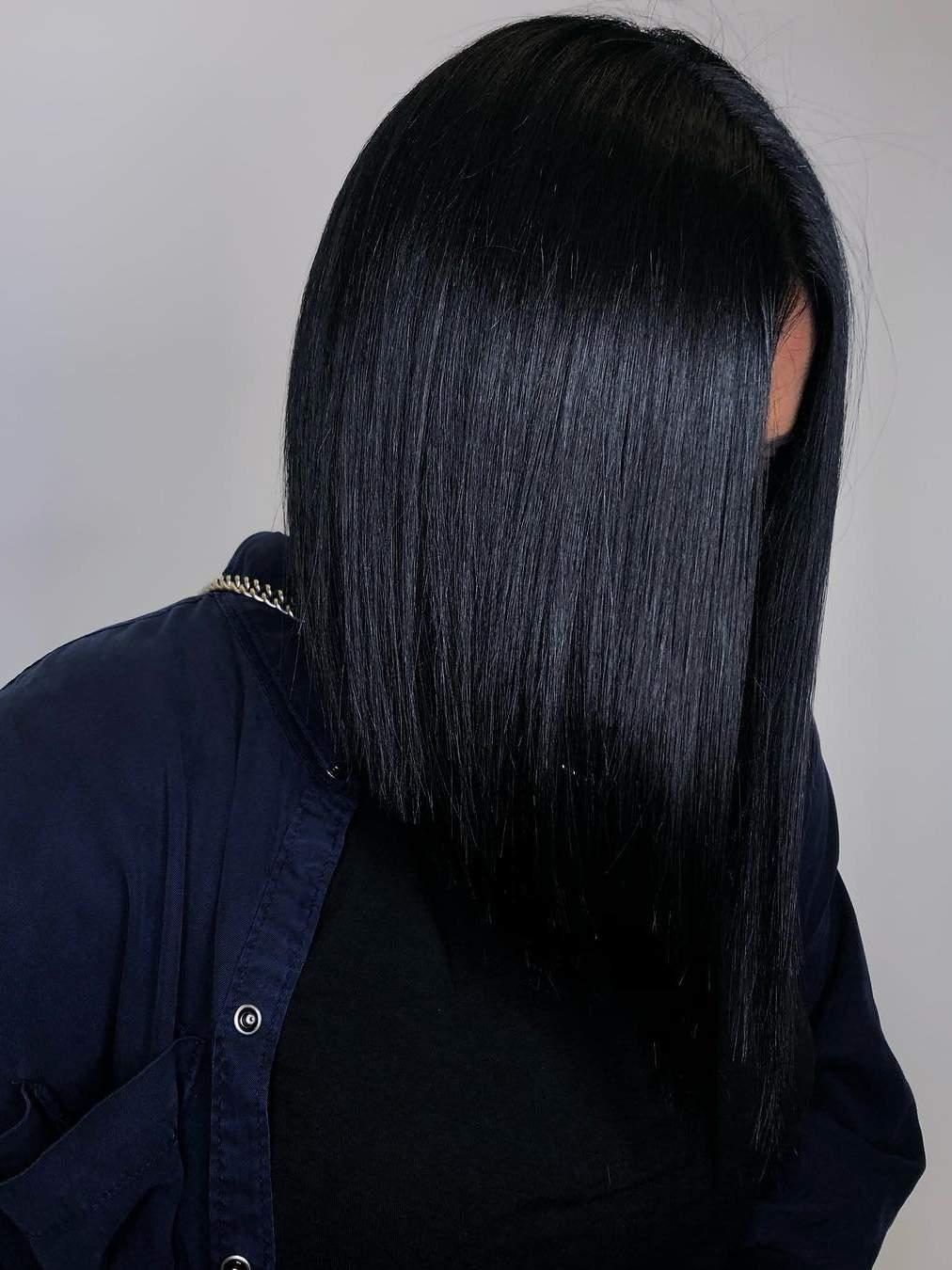 Το ink black της Kardashian είναι η απόλυτη τάση στα χρώματα μαλλιών για το 2019