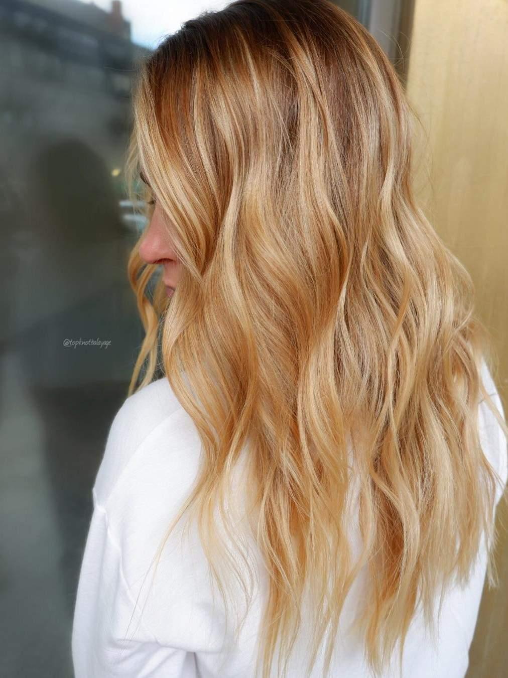 Strawberry honey για να κερδίσετε τις εντυπώσεις με το κορυφαίο trend στο χρώμα μαλλιών για το 2019