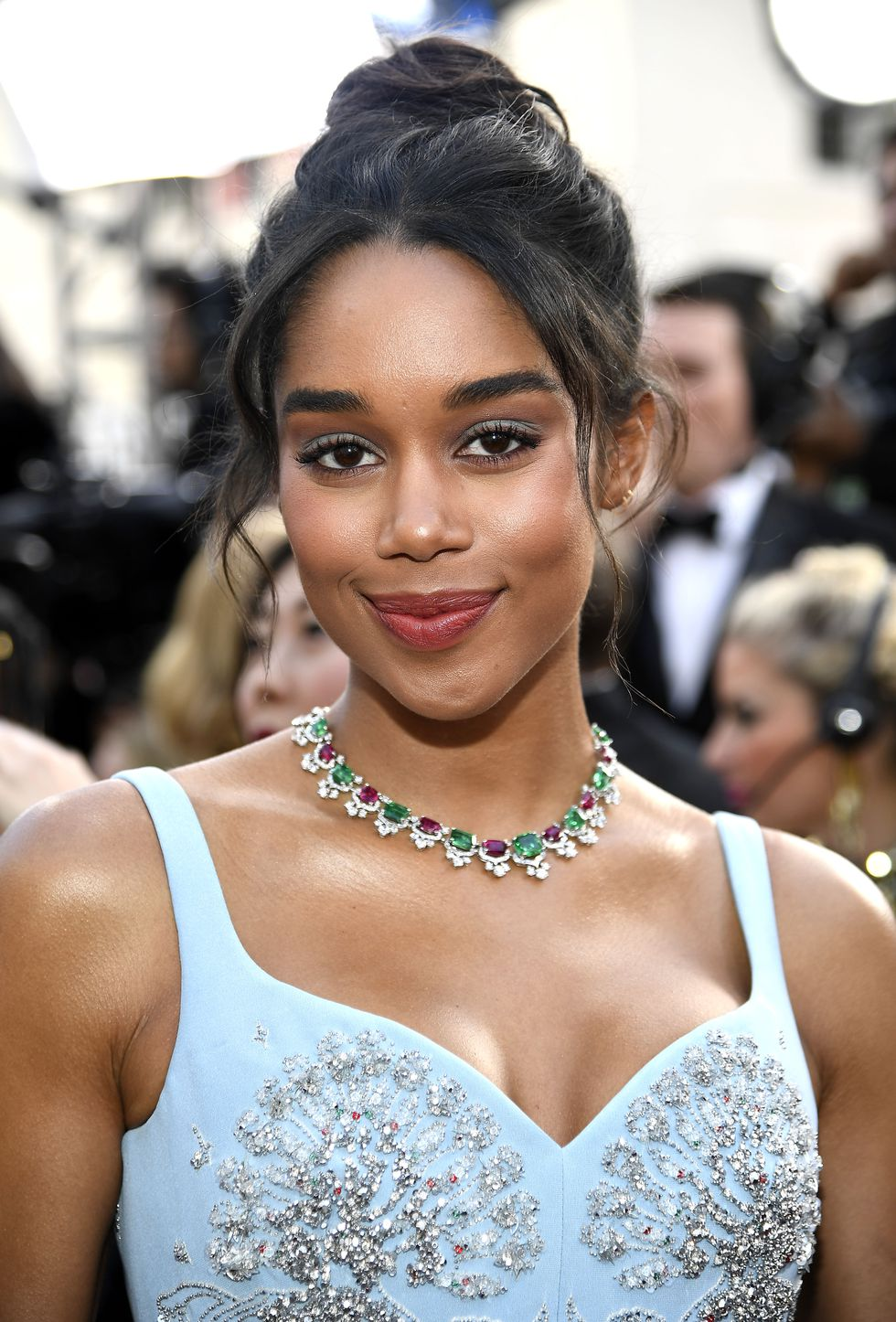 Όσκαρ-laura-harrier-oscars2019-hairstyles-letif