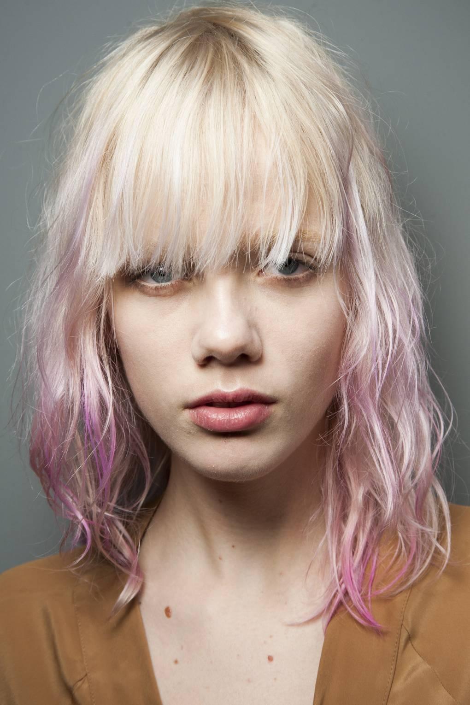 κοντά-μαλλιά-φράντζες