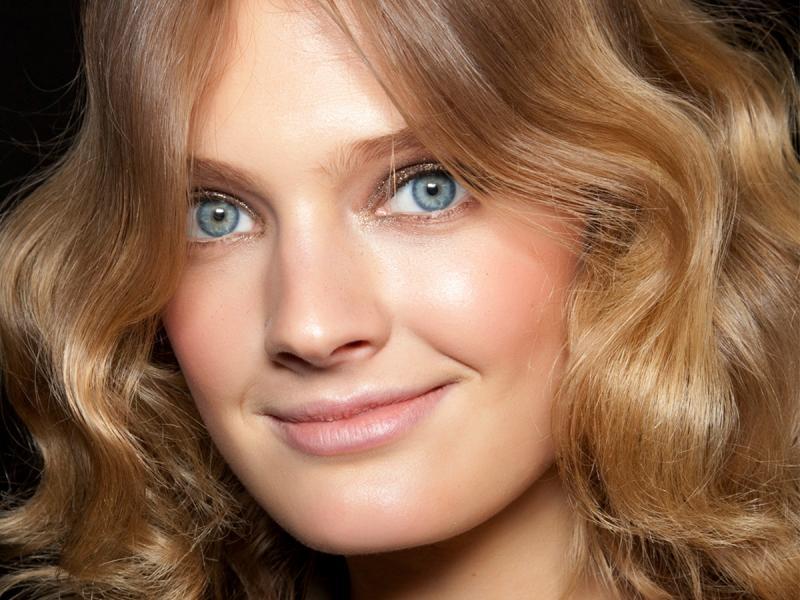 Χρυσό ξανθό είναι φετινή τάση για το χρώμα στα μαλλιά Φθινόπωρο 2019 - Χειμώνας 2020