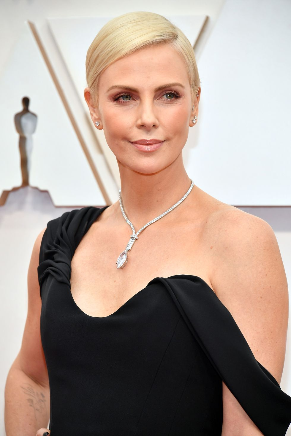 Charlize Theron pixie look