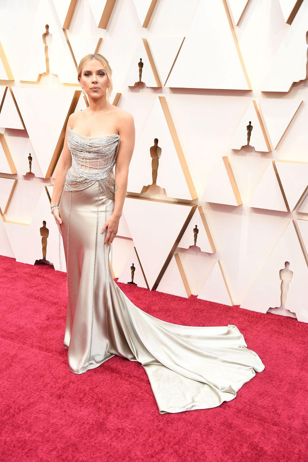 Scarlett Johansson updo χτενισμα ολοσωμη