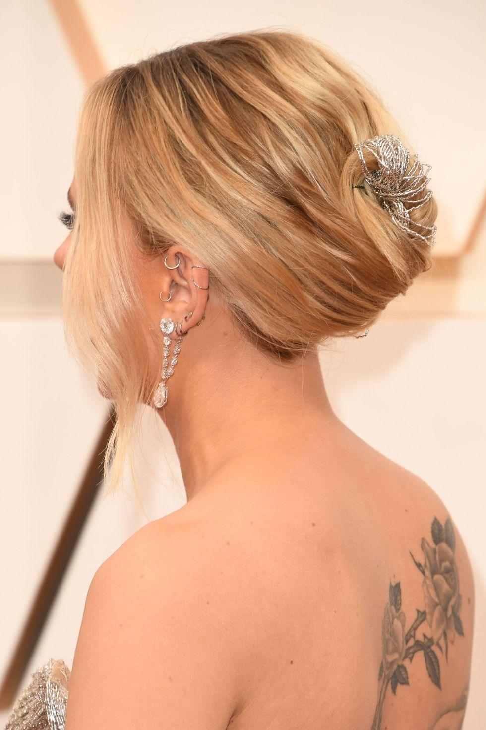 Scarlett Johansson updo χτενισμα