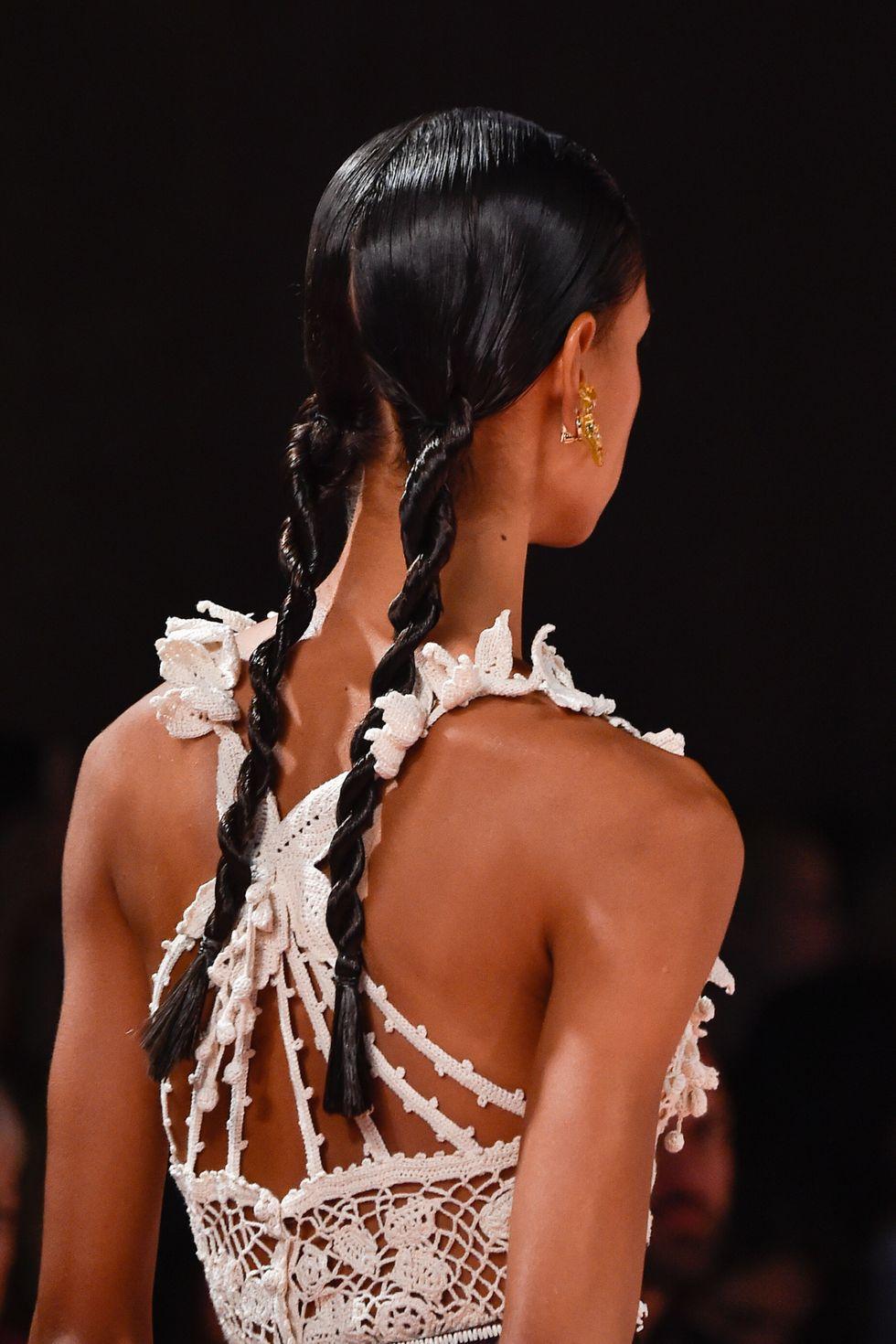 Πλεξούδες «σχοινιά» -Ropetails - Μόδα Στα Μαλλιά 2020 - Καλοκαίρι